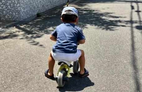 子供 三輪車 道路