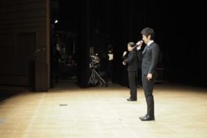 舞台から語りかける